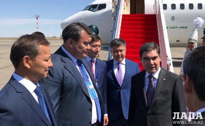 Владимир Путин прилетел на саммит в Актау