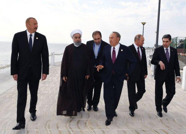 Назарбаев показал президентам «Скальную тропу» в Актау