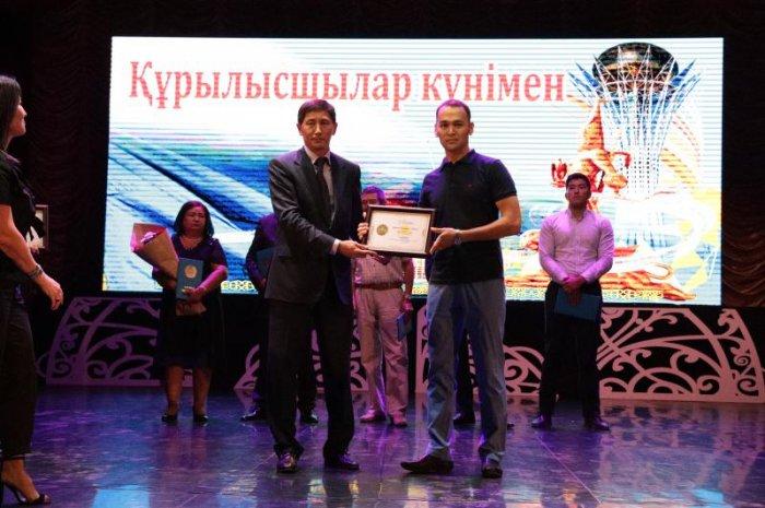 В Мангистау наградили отличившихся строителей
