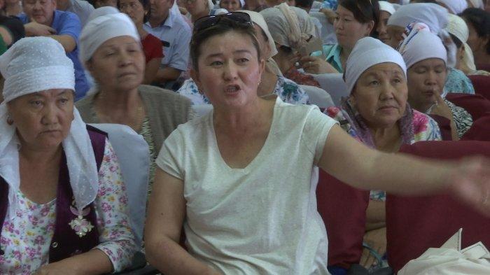 Родители школьников поселка Кызыл-Тобе-2 возмущены переводом детей в школу соседнего поселка