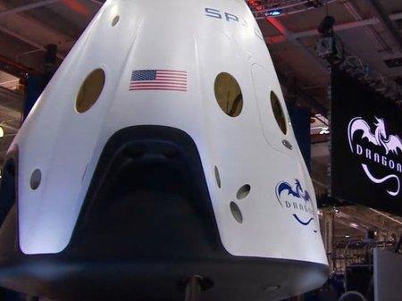 Илон Маск собрался отправить человека в космос