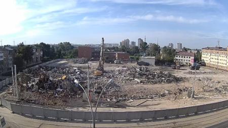 """Здание горевшего ТЦ """"Зимняя вишня"""" снесли в Кемерово"""