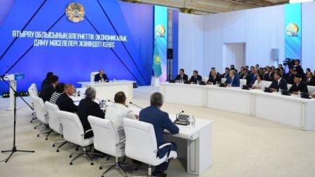 """""""Сидят в отделе 15 человек, тащат всего трое"""" – Назарбаев о работе госорганов"""