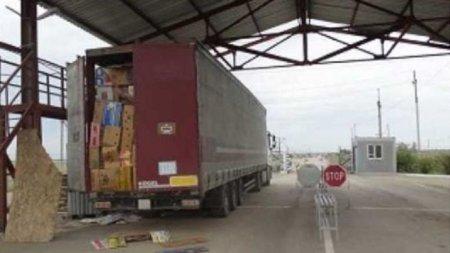 Дальнобойщик пытался вывезти из России в Казахстан внедорожник, спрятав его в бананах