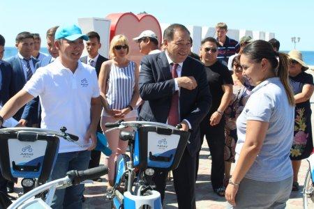 В Актау презентовали первые станции проката велосипедов