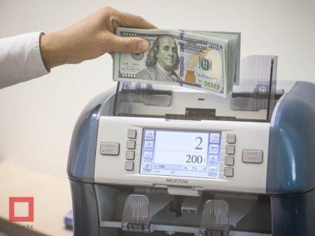 Продажи долларов выросли в два раза за месяц в Казахстане