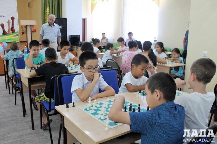 Шахматный турнир имени Хади Сарсенбайулы прошел в Актау