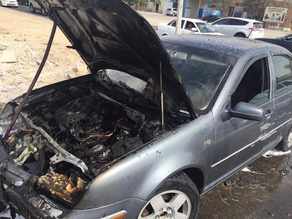 В 24 микрорайоне Актау загорелся автомобиль