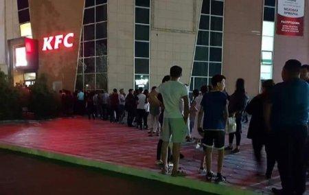 Социальные сети: Видеоролик с кассиром - матершинницей в KFC снят в Москве