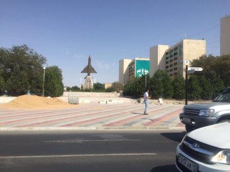 В Актау продолжается реконструкция аллеи Победы