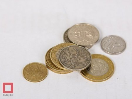 Депутаты просят проиндексировать пенсии и депозиты из-за обрушения тенге