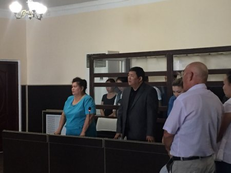 В Актау суд оправдал обвиняемого по трем статьям уголовного кодекса экс-полицейского