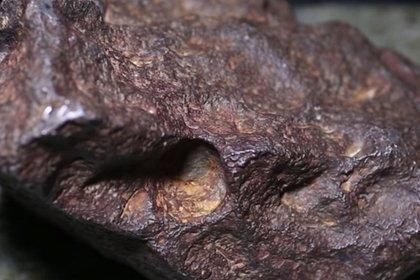 Американец 30 лет прижимал дверь метеоритом за 100 тысяч долларов
