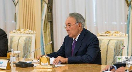 Назарбаев поручил повысить минимальную зарплату