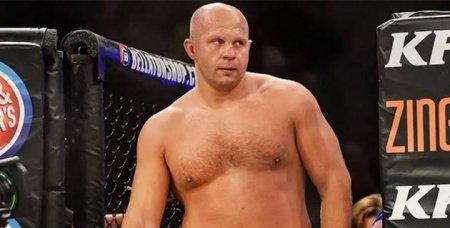 42-летний Федор Емельяненко нокаутировал Чейла Соннена и вышел в финал гран-при Bellator