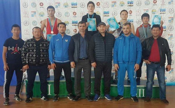 Актауские борцы завоевали девять золотых медалей на республиканском турнире