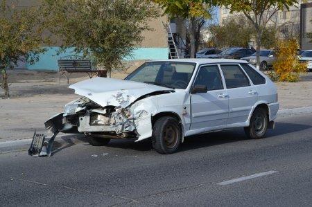 В Актау столкнулись два легковых автомобиля