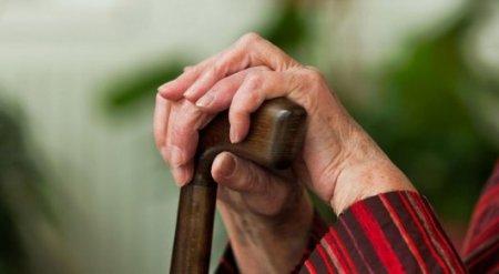 """Пенсионеры """"штурмуют"""" ЦОНы из-за ложных рассылок по выплатам ЕНПФ"""