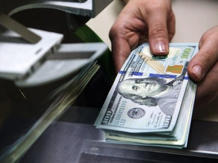 Курс доллара составил 365 тенге на KASE