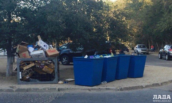 В Актау устанавливают контейнеры для сортировки мусора