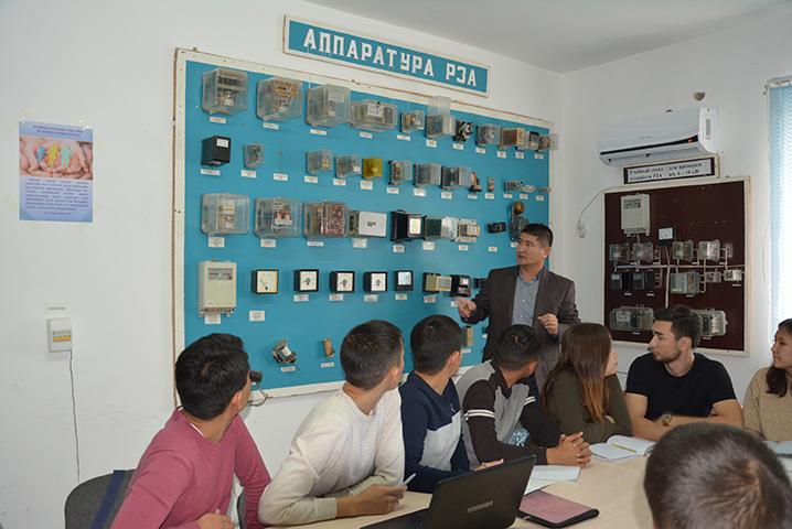 Специалисты АО «МРЭК» обучают студентов-энергетиков
