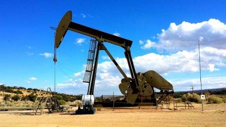 Цена на нефть Brent впервые с апреля опустилась ниже $70 за баррель