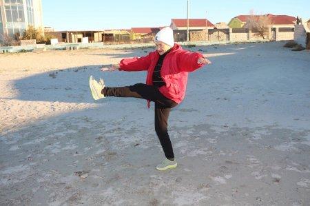Фотоистория: Пенсионерка из Актау занимается йогой в 80 лет