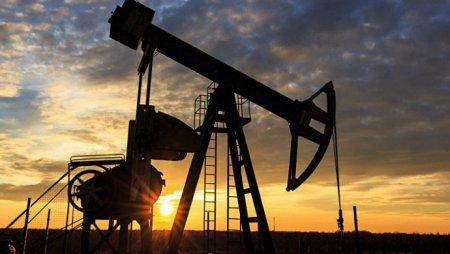 Нефть подешевела до 62 долларов впервые с начала 2018 года