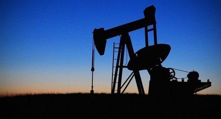 Цены на нефть рухнули на 5%