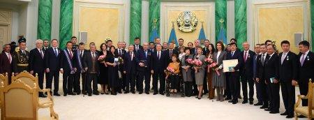 Назарбаев наградил акима Мангистауской области