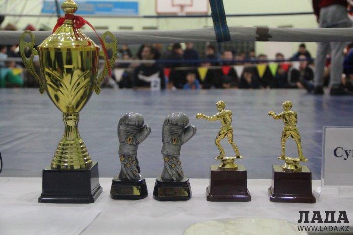 Порядка 200 юных боксеров в Актау боролись за чемпионский титул в областном турнире