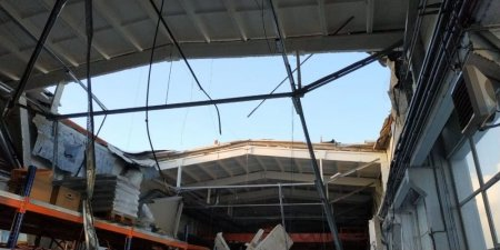 Момент обрушения крыши здания в Дзержинском попал на видео