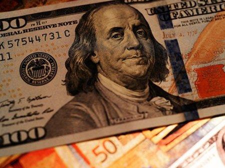 Курс доллара составил 372 тенге на KASE
