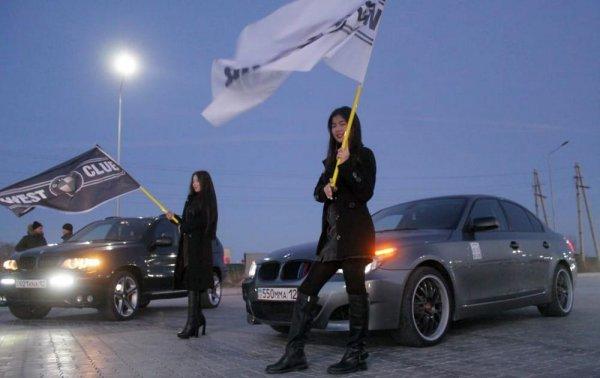 Актауские водители «зажгли» новогоднюю автоёлку