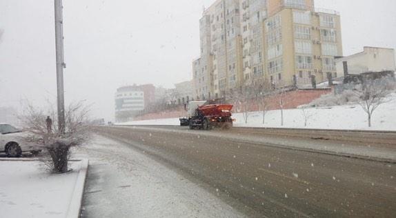 В Актау ночью будут работать снегоуборочные машины