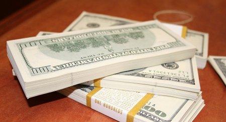 Американец вернул казахстанке потерянную сумку с десятью тысячами долларов