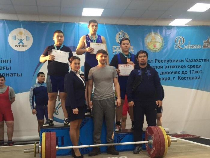 Айдос Ислам из Жанаозена завоевал бронзовую медаль на чемпионате Казахстана по тяжелой атлетике