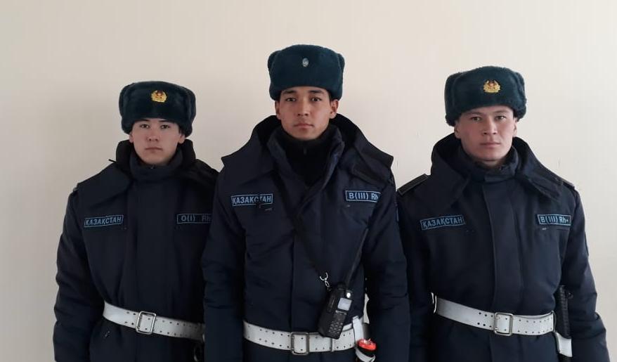 Войсковой наряд задержал мужчину с наркотиками в Жанаозене