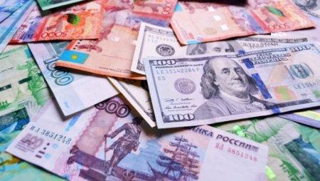 Курс доллара и рубля вырос к концу недели