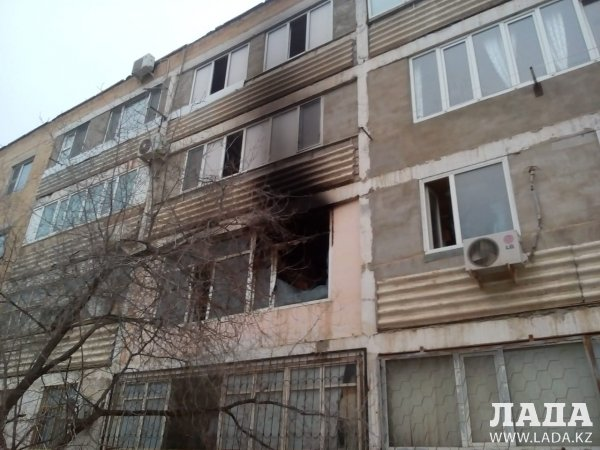 В 1 микрорайоне Актау загорелась квартира