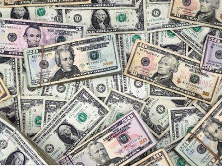 Курс доллара составил почти 377 тенге на KASE