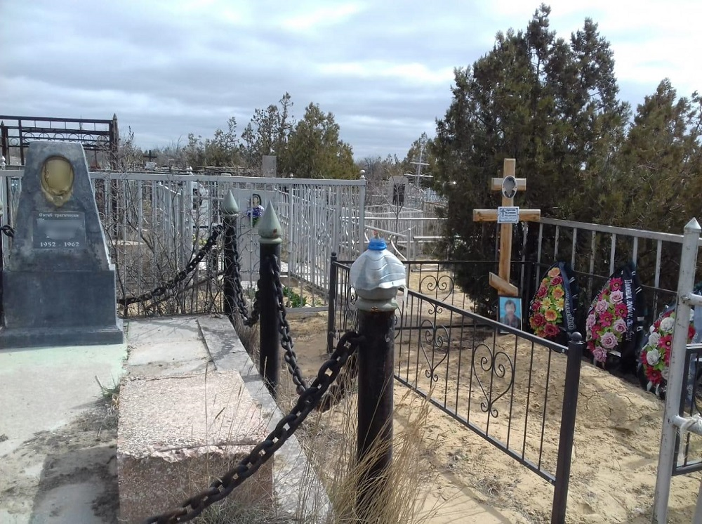 Городское кладбище в Актау продолжают уплотнять новыми захоронениями