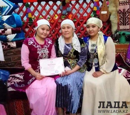 Парад келiн: 300 женщин села Жынгылды восхитили пользователей социальных сетей