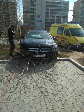 В Актау на парковке сбили женщину