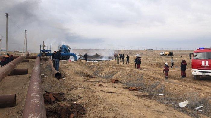 Очевидцы сняли на видео горящее авто в Жанаозене