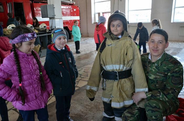 Первоклассники в гостях у пожарных спасателей