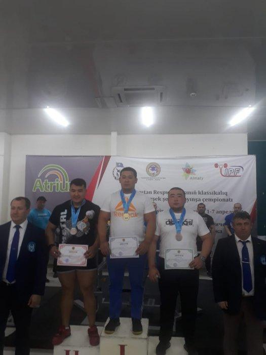 Спортсмены из Мангистау завоевали 15 медалей на чемпионате Казахстана по жиму лежа