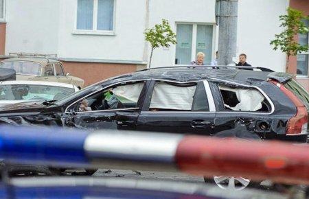 В Волгограде мстительный пенсионер на ГАЗ-21 протаранил 12 элитных внедорожников чиновников