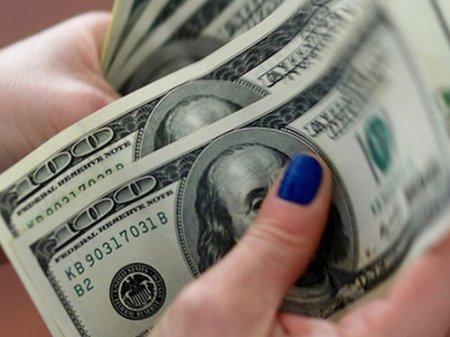 Курс доллара составил 380 тенге на KASE