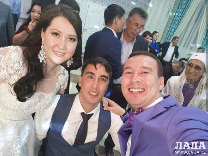 Счастливы вместе: В Актау узами брака соединились парень в инвалидной коляске и девушка с большим сердцем